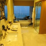 Bathroom with a view of the ocean- tower 4