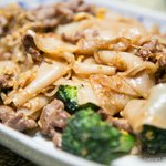 Pad See-Ew with Beef (Pan fried wide noodles with vegetable, garlic, chili, onion and basil)