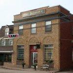 Sir Isaac's Restaurant and Mister Gabe's Pub