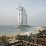 vue de la chambre sur la plage et le Burj el Arab