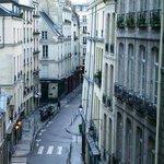 Blick in die Rue Sainte Croix de la Brétonnerie: Sonntag morgen