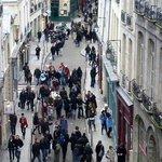 Blick in die Rue Sainte Croix de la Brétonnerie: Sonntag mittag