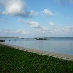 宿から歩いて2分 鏡のような佐和田の浜