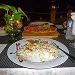 Fetticine alfredos & pizza