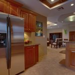Unit C9 - 3 Bedroom Suite - Full-Equipped Kitche