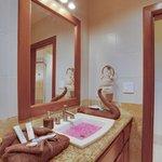 Unit D7 - 3 Bedroom Suite - Bathroom