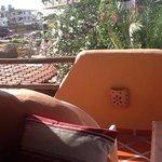 photo sur la terasse en mangeant le dejeuner le matin