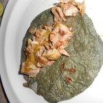 Taco de barbacoa deliciosa opcion de salsa verde o roja