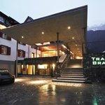 Aussenansicht Eingang Hotel Traube Braz