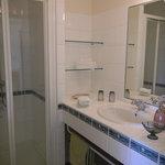 salle d'eau chambre jaune