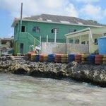 Au bout de la plage de Rocky Cay