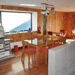 Comedor con cocina patagónica