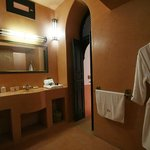La salle de bain de la Suite Hibiscus
