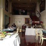 Vista hacia el piso superior del restaurante