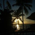 puesta al sol desde la piscina