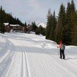 xc skiing on the groomed trail leading to Nason Ridge