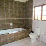 Grande salle de bain (mais pas de douche)