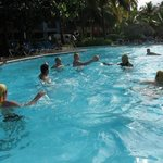 Waterpolo en la piscina del hotel