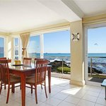 Dining area in the Seaview Beach Apartment