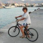 Ballade en vélo sur le port de Kos, magnifique