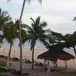 Пляж с балкона номера