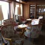 gemütliche Lobby mit herrlichem Blick auf das Ohmeshorn