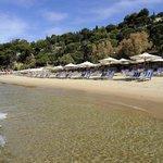 vista dal mare della spiaggia Aeneas'