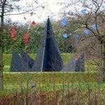 Sculpture d'Alexandre Calder dans le parc du LaM