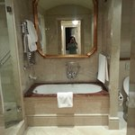 Awesome bath tub