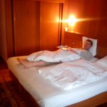 osoba na łóżku 186 cm