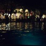 Lugar de eventos frente a la piscina.  donde se puede disfrutar con algun trag