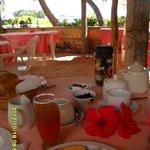 Breakfast con i piedozzi sulla sabbia