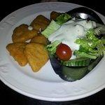 Kids macaroni & cheese (deep fried) & salad