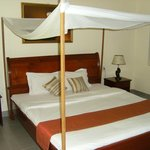 lit king size avec moustiquaire