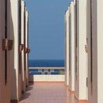 hotel korridoren ut mot havet