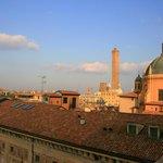 La Torre Asinelli e la cupola si S. Maria della Vita