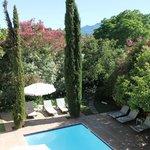 Swimmingpool mit Gartenanlage