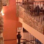 una sala molto accogliente......che prende spunto dall'antico oleificio che sorgeva in passato