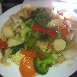 seafood on crispy noodle