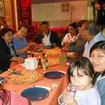 degustando las famosas pizzas de langosta