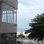 foto tirada da sacada do quarto lateral que fiquei,na frente a praia de Copaca