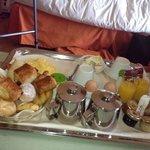 Le plateau petit-déjeuner : manque de déco et pitié du sel avec les oeufs !