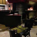 le bar et coin restaurant à coté du feu