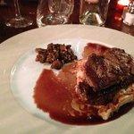 Tournedos avec gratin dauphinois, foie gras poêlé et champignons