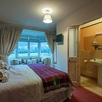 Ceidiog, has a superking / twin beds ensuite