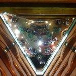 Blick aus der 20. Etage in die Lobby