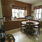 Ranchhouse guest kitchen