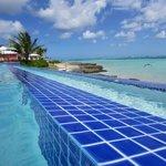 piscine à débordement + mer