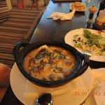 Суп с морепродуктами и шампиньонами.