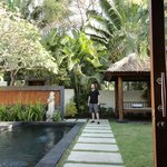 villa private pool/yard